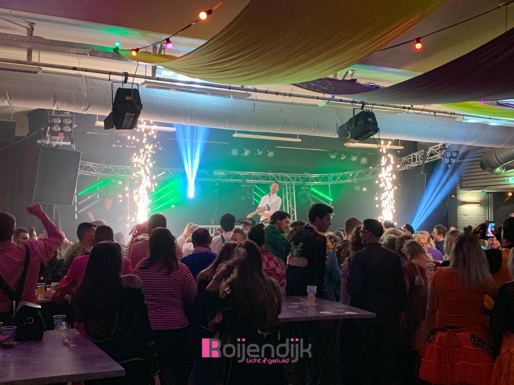 Overture opening avond carnaval 2019 in Sint Michielsgestel   De Huif   Roijendijk Licht En Geluid   RLG   R-LG [Martin Rush MH3. Martin Mac 101. Martin Atomic 3000. CLF Beam 6. Showtec Spectral M800.