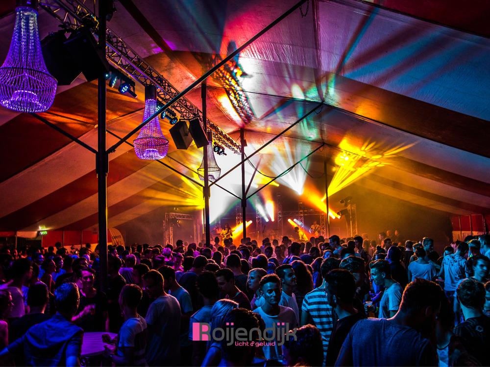 zomer feesten, Sint anthonis, uitgaan, sfeer, dansen, licht, geluid, Roijendijk licht en geluid, RLG, R-LG, Mill, verhuur, licht, geluid, laser, kroonluchter