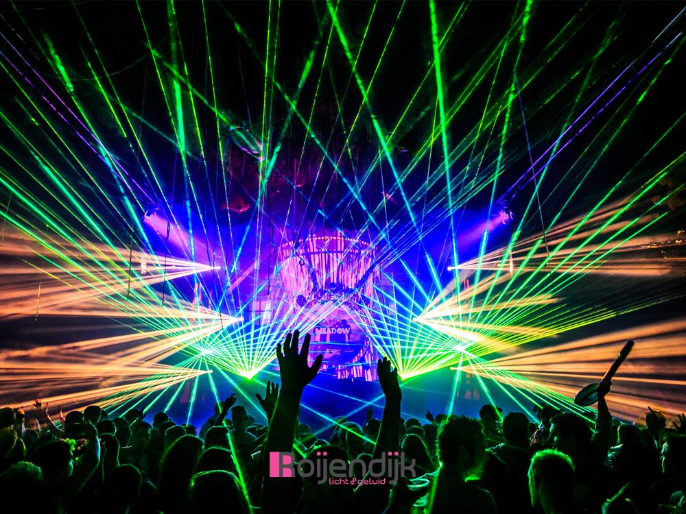 Meadow Events Rijkeveoort | Roijendijk Licht en geluid verzorgde hier de Special FX | Audio | Dj Apparatuur | Sfeer en show verlichting | Terrein verlichting